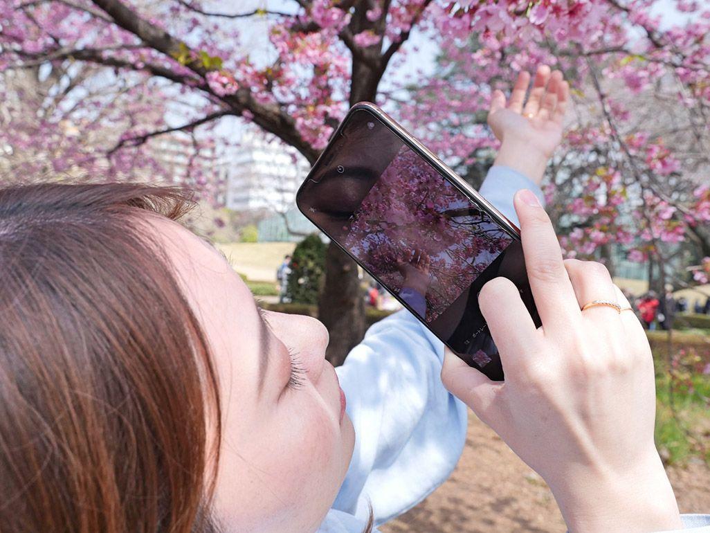 インスタ映えする写真を撮る神尾さん