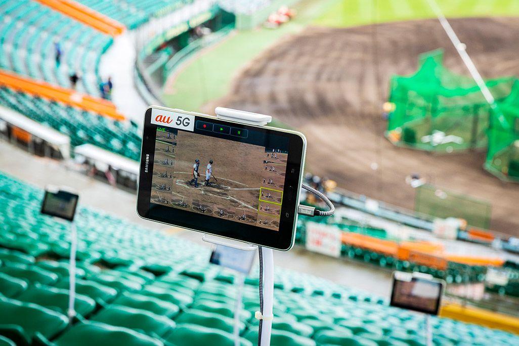 沖縄セルラースタジアム那覇の観客席に設置された5Gタブレット