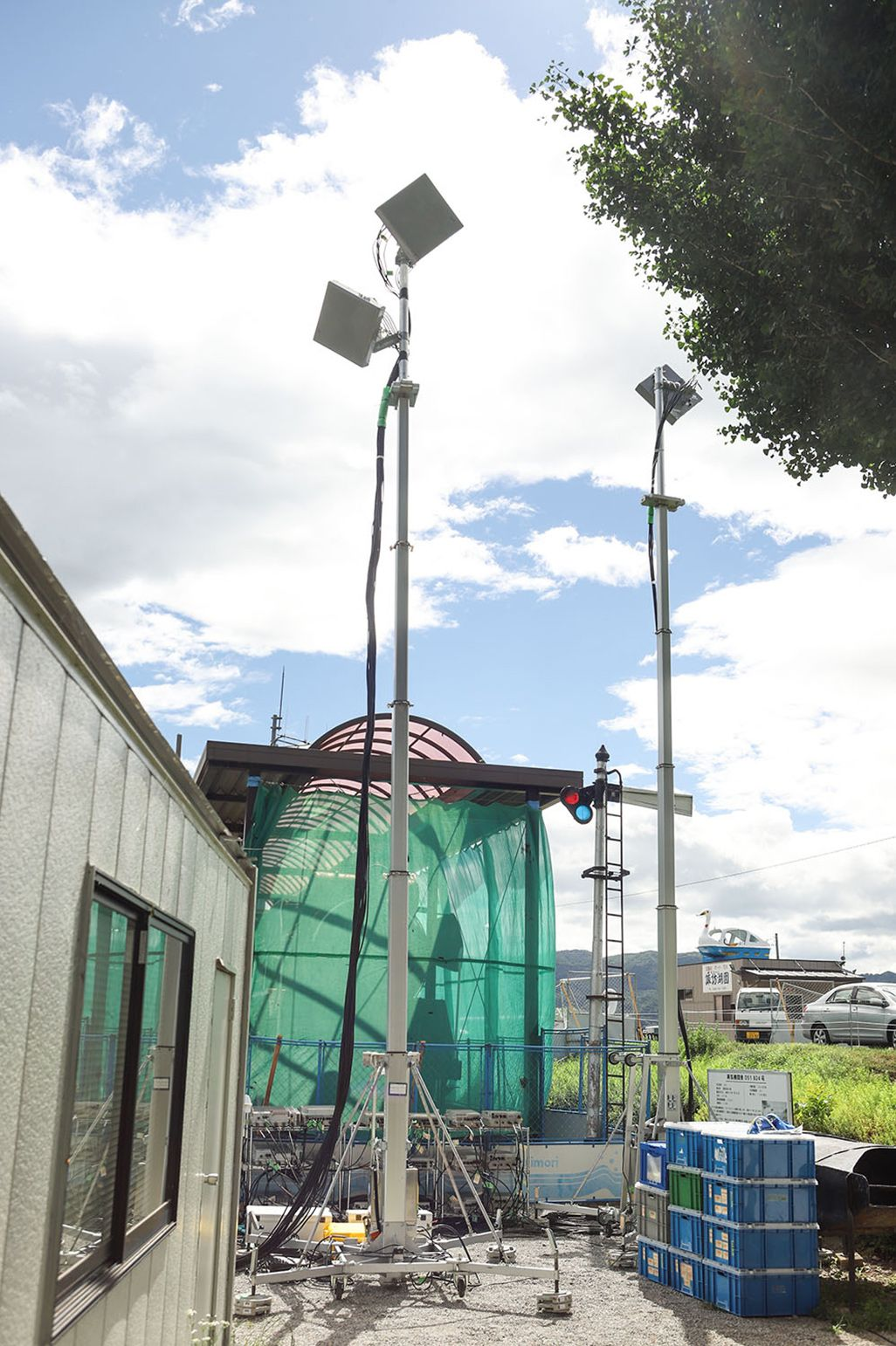 平地に設置される通常の可搬型基地局のアンテナ