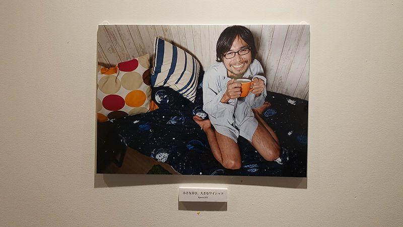 写真展で展示されたいちばん人気の作品「小さな喜び、大きなワイシャツ」
