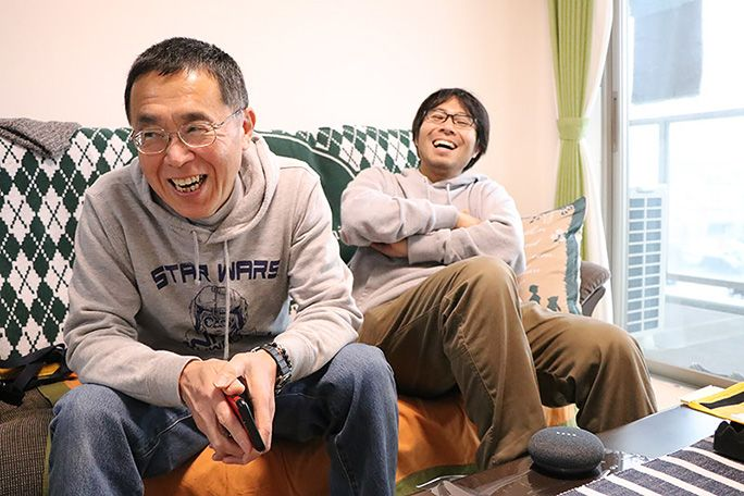 Google Home Mini の反応に笑う地主親子