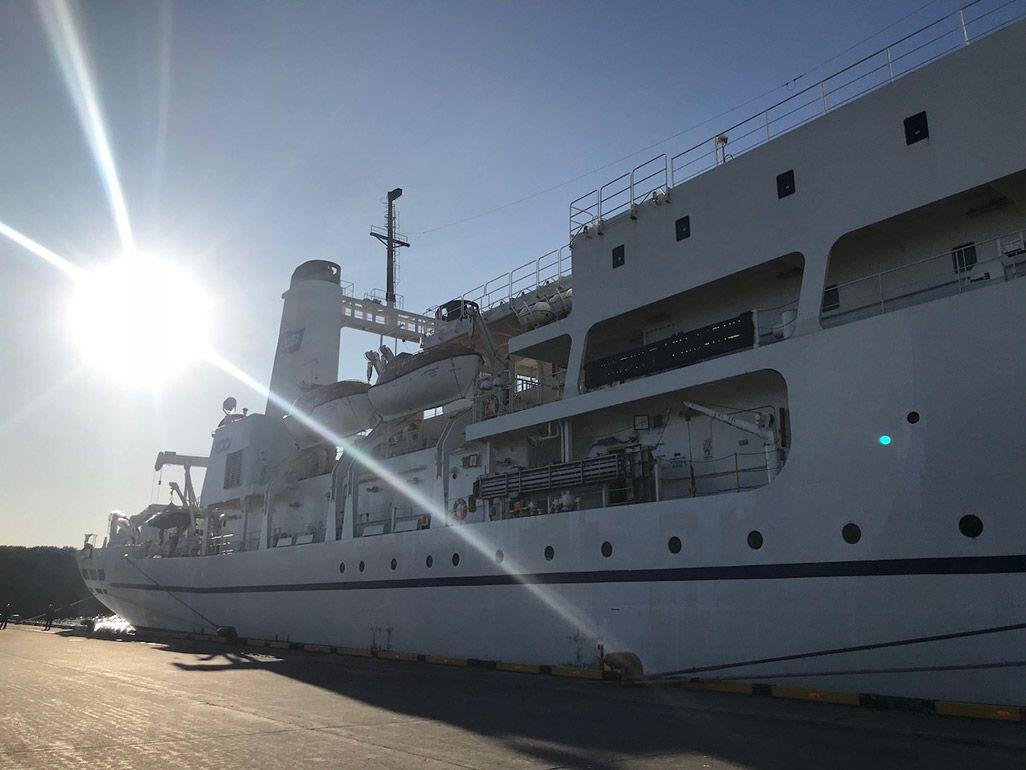 苫小牧港に停泊するKDDIオーシャンリンク