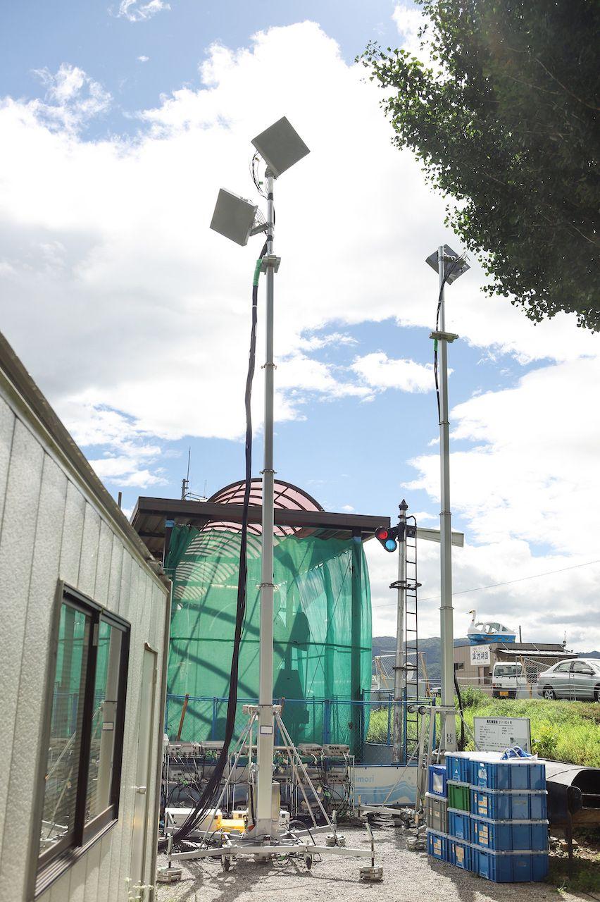 諏訪湖石彫公園に設置された可搬型基地局