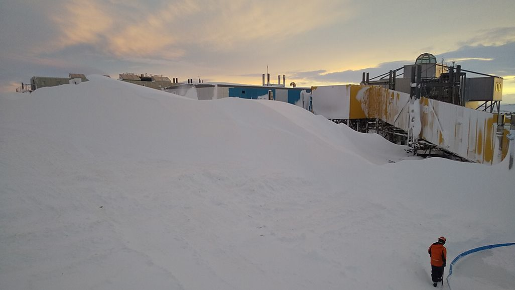 ブリザードで降り積もった雪