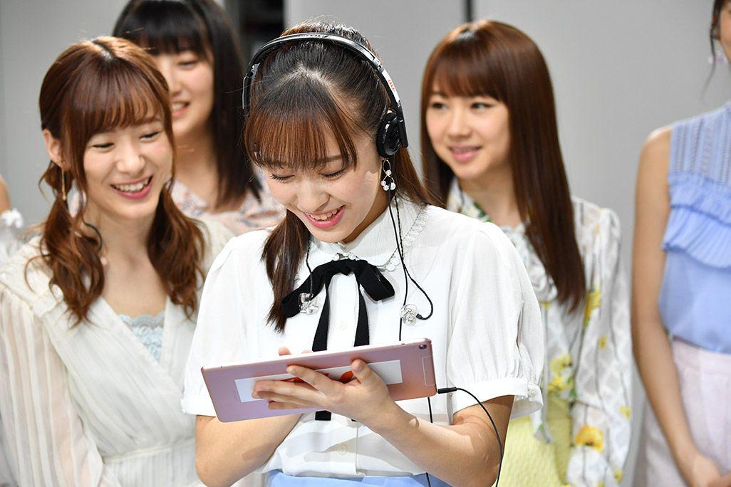 「音のVR」を体験するモーニング娘。'18・小田さくらと生田衣梨奈