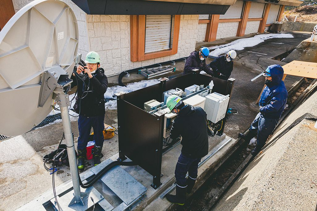浄土平のauの基地局のアンテナ撤去作業