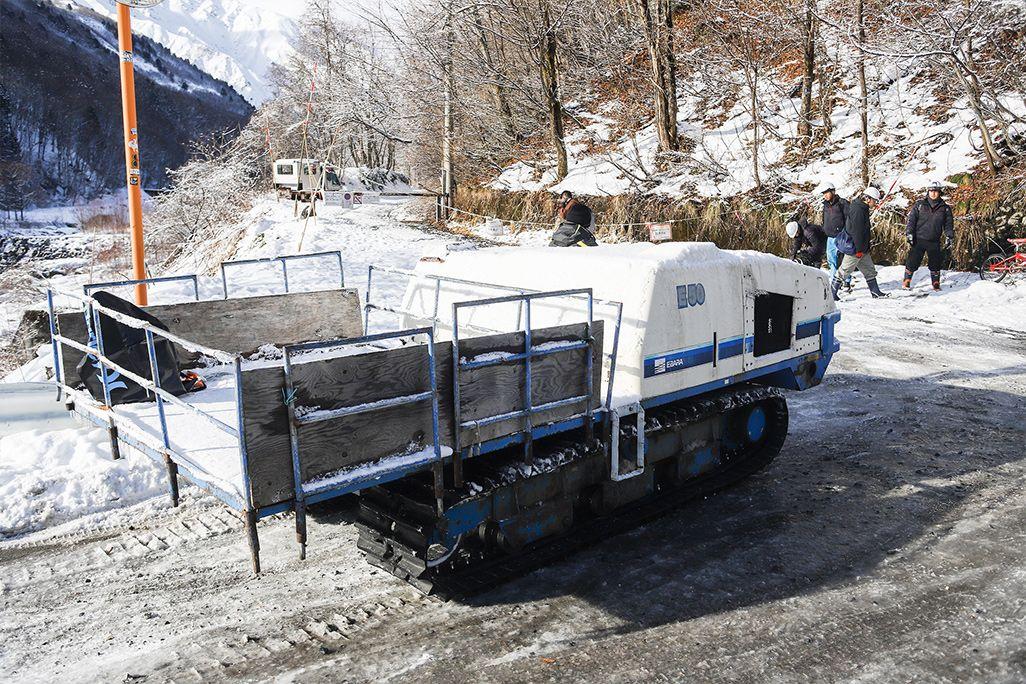 資機材を運搬する「クローラ」