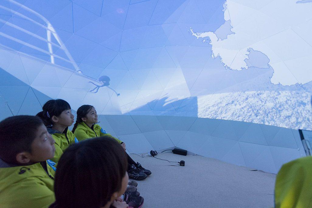 KDDIがキッザニアに開設した期間限定パビリオン「南極研究所」