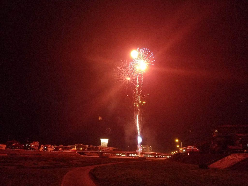 ハレーションが起きたスマホの花火撮影
