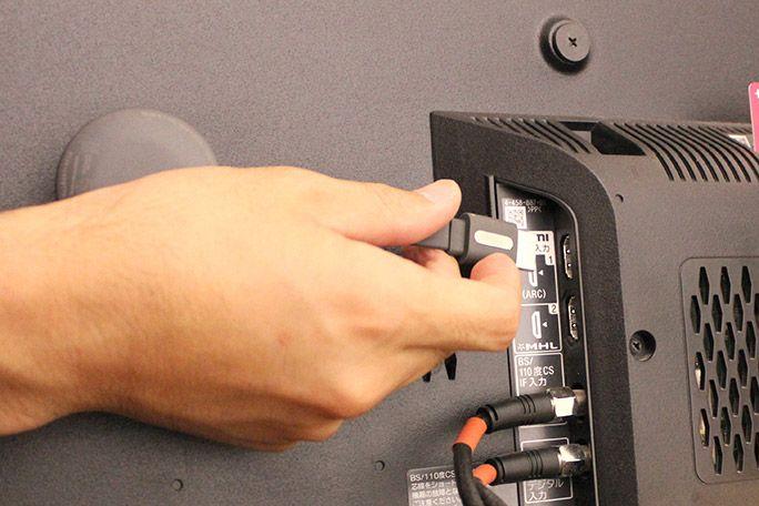ChromecastをテレビのHDMI差し込み口に接続