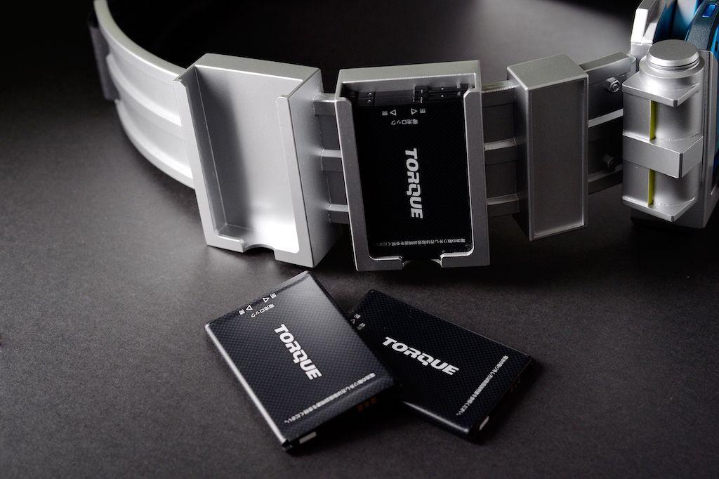 「特撮ヒーロー風TORQUE G04ベルト」はバッテリー4つを装着可能