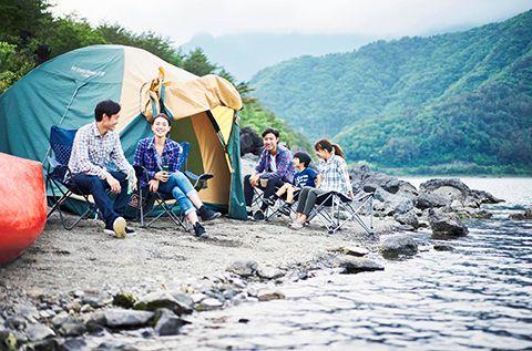 家族や友人とキャンプを楽しむ