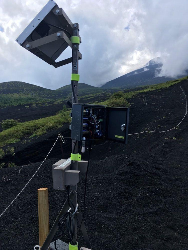 富士山の「ミエル フジトザン」センサー設置現場