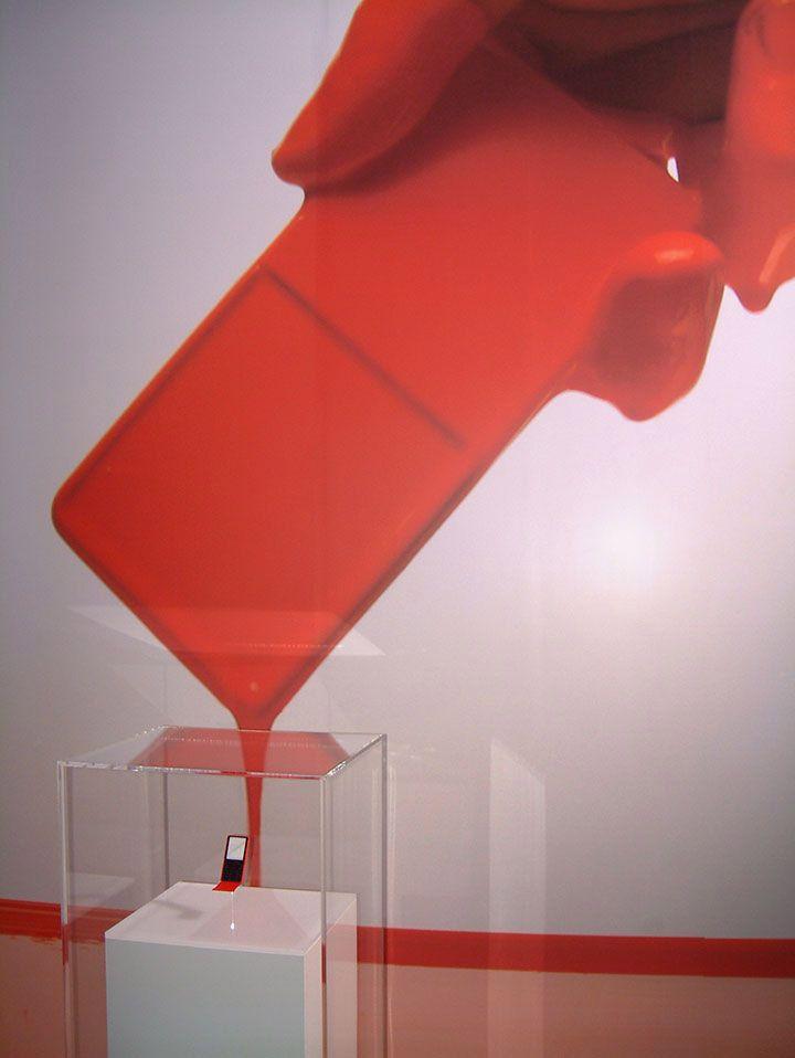 吉岡徳仁がデザインした「MEDIA SKIN」のコンセプトモデル
