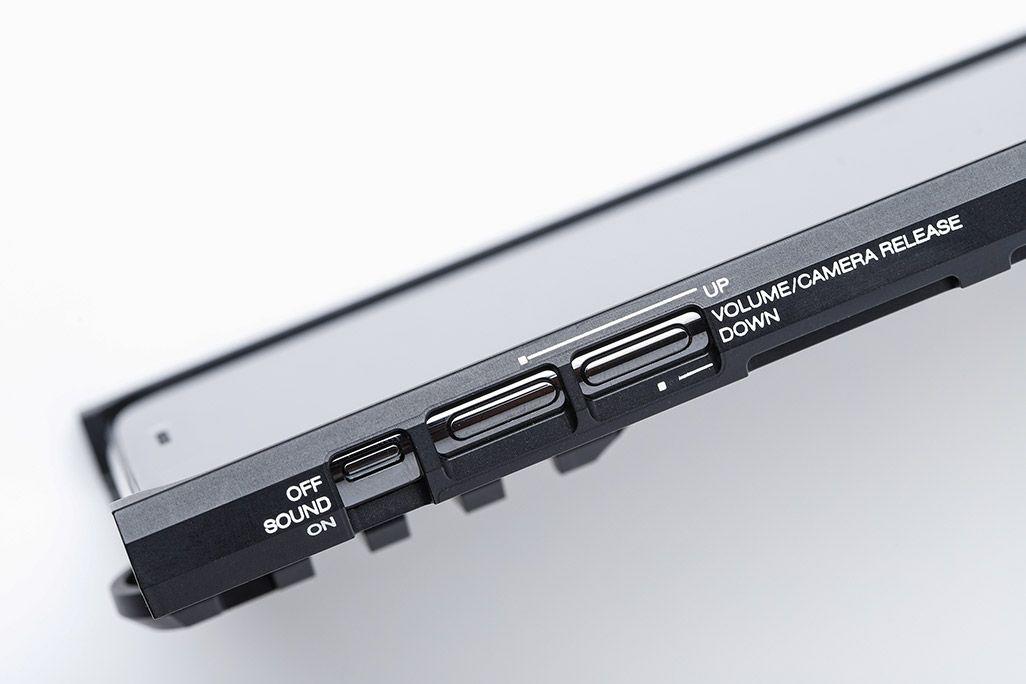 カトキハジメiPhoneケース「RAILcase」横面コーションレター