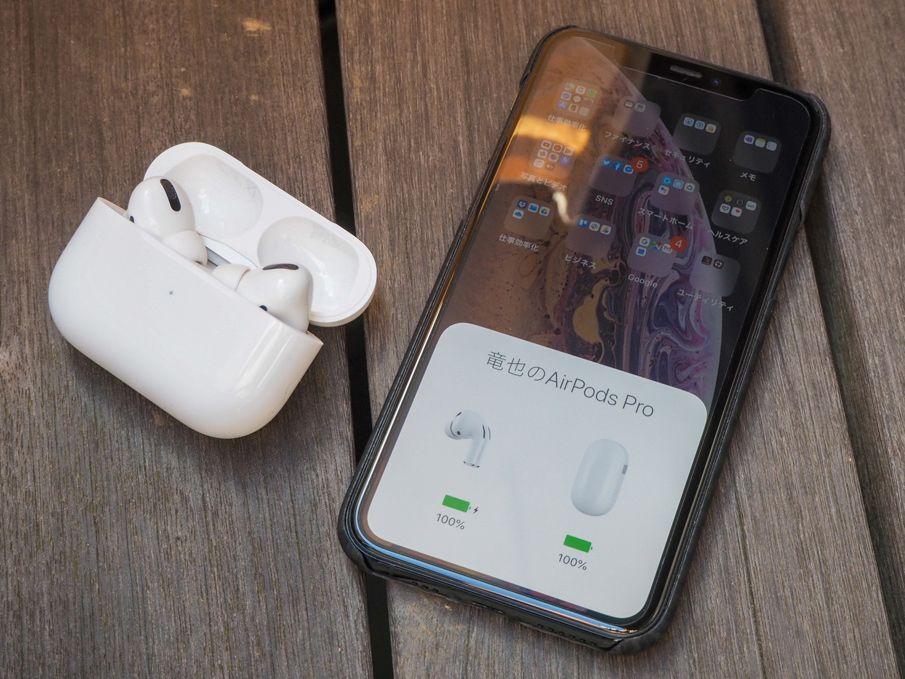 AirPods Proと、そのバッテリー残量が表示されたiPhone 11 Pro