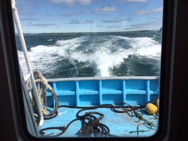 北海道厚岸の海上にて船内の様子