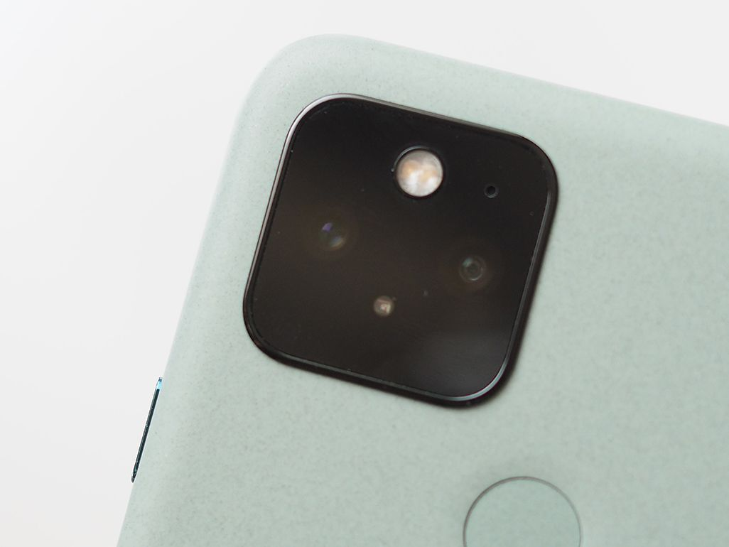 Google Pixel 5のデュアルカメラ