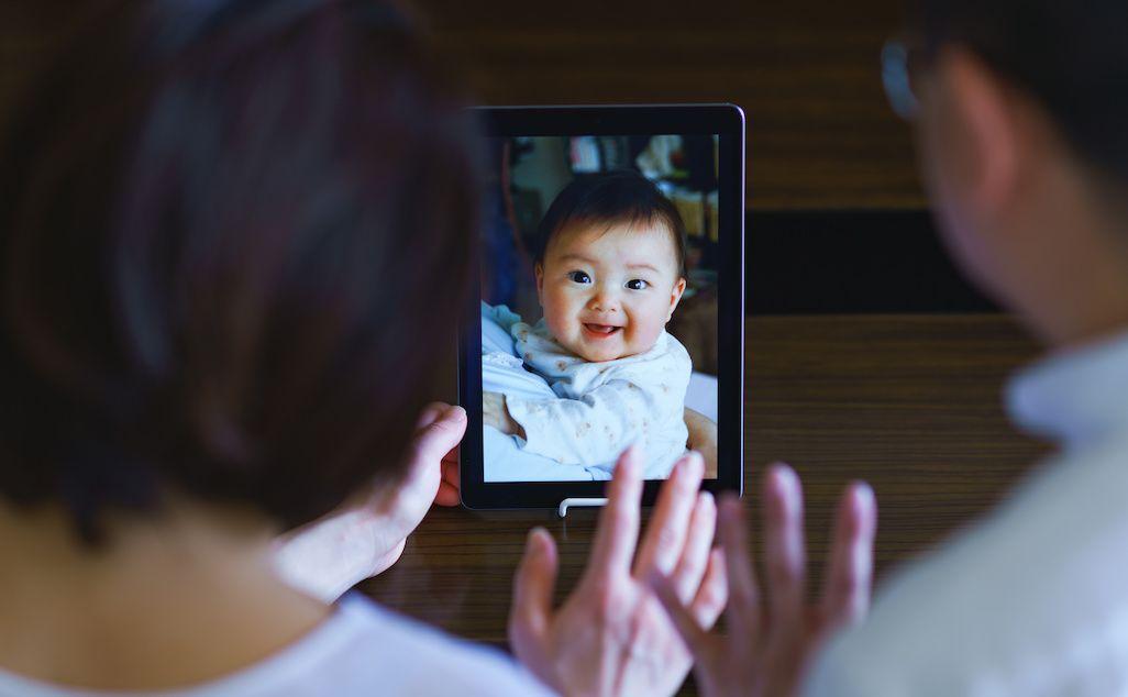 孫とビデオ通話