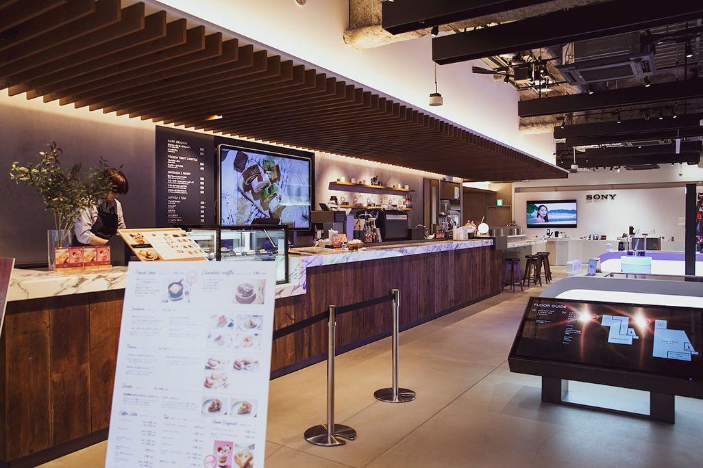 au UENOに併設された「BLUE LEAF CAFE」