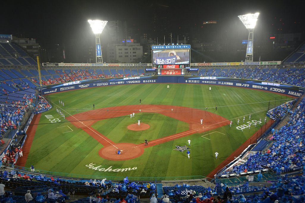 横浜スタジアムでのナイター観戦の模様