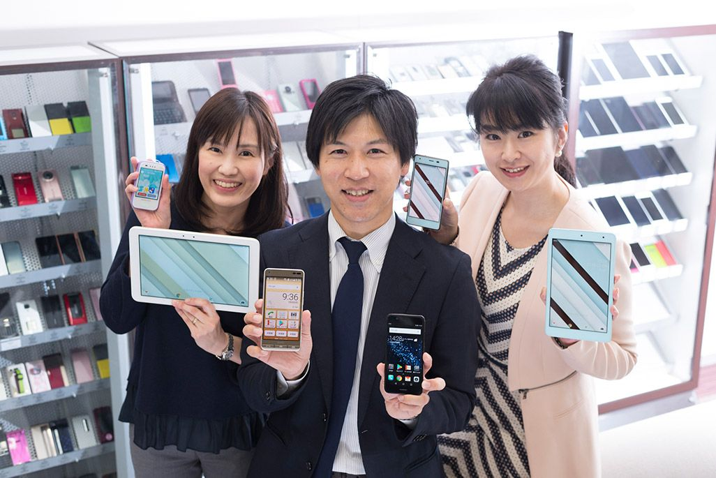 auの広報担当。榊 香緒里、小谷元樹、中村玲子