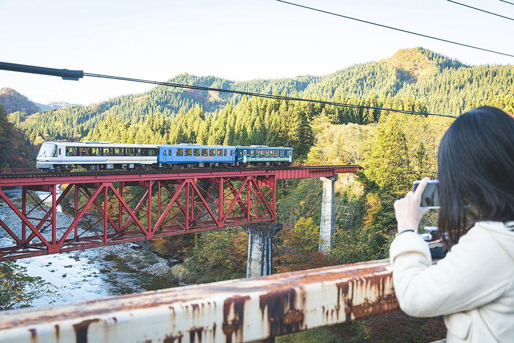 萱草大橋から見た秋田内陸縦貫鉄道
