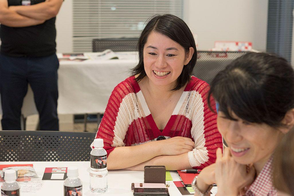 INFOBARファンミーティング新宿で語る女性