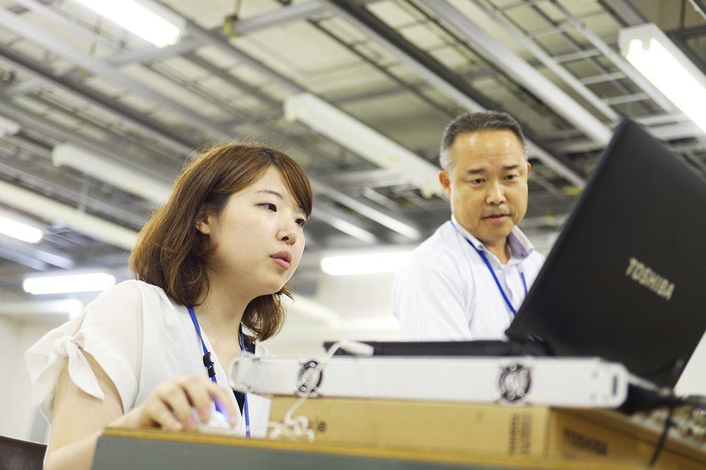 KDDI山口衛星通信所で研修を受ける佐々木貴美