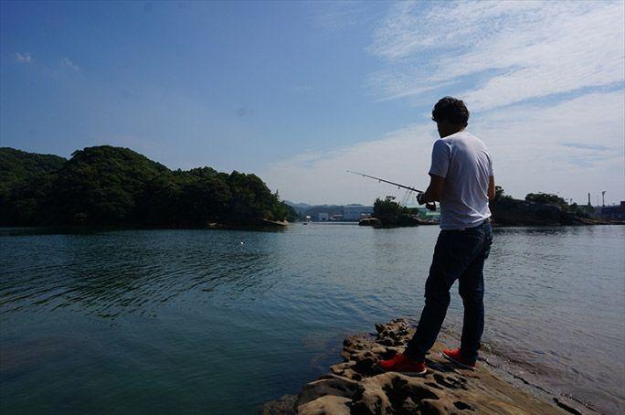 魚釣りをするヨッピー