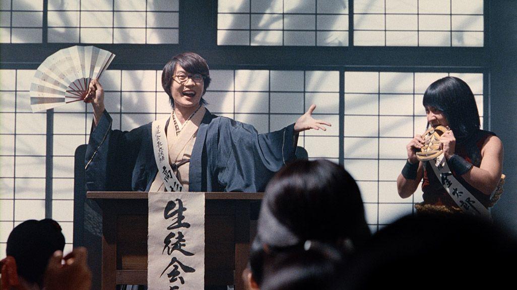 生徒会選挙演説の壇上に並ぶ金ちゃんと高杉くん