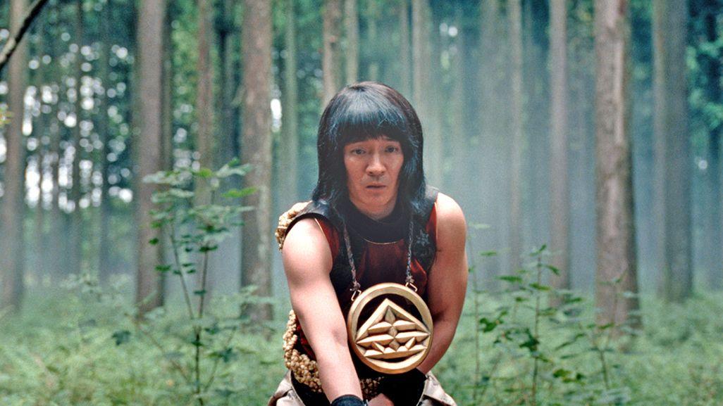三太郎CMで薪を割る金太郎