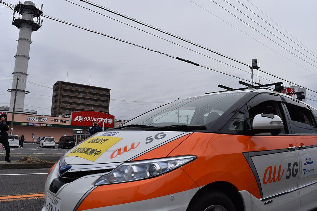 愛知県一宮市の片側一車線の公道を走る5G自動運転車