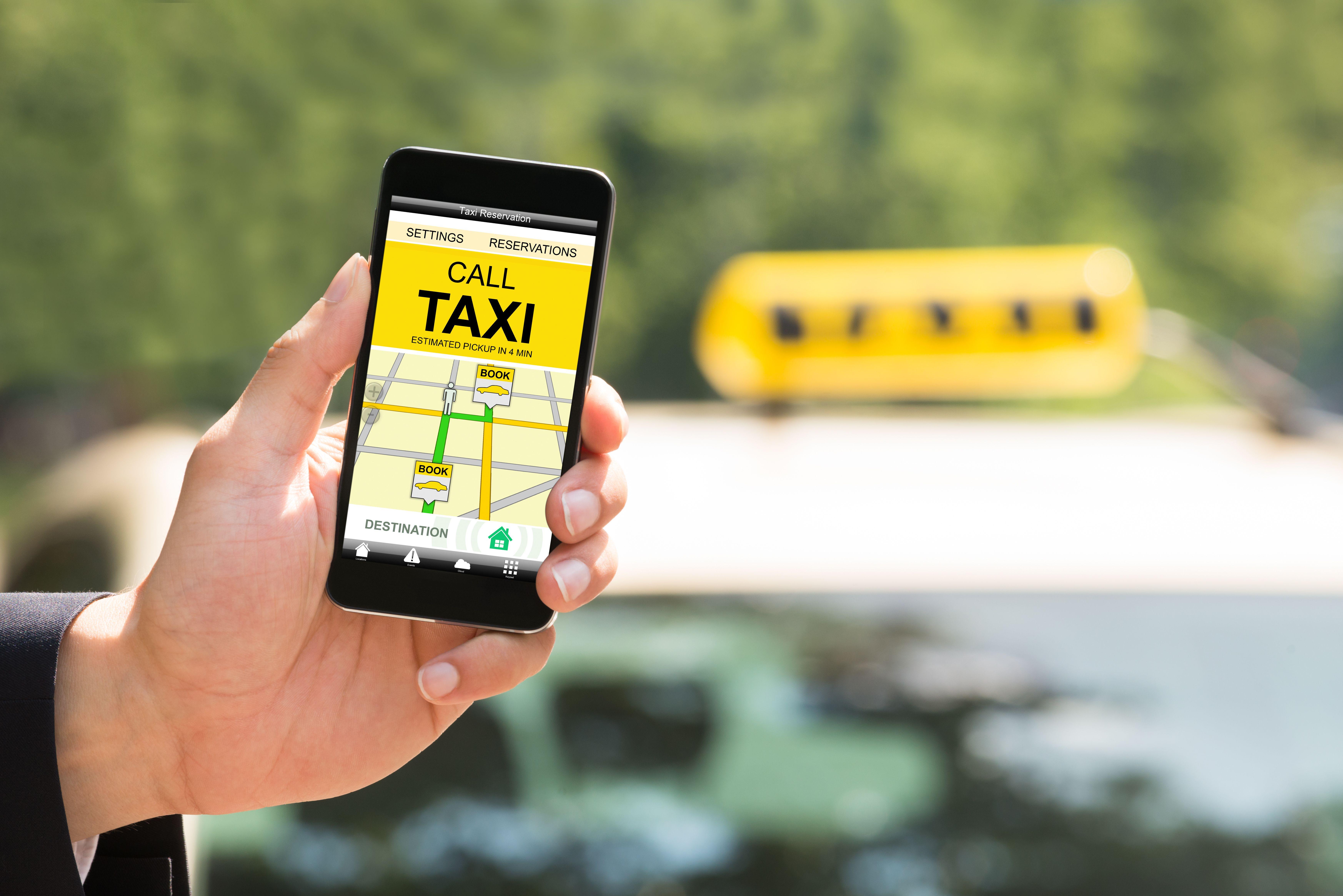 スマホアプリでタクシーを配車する