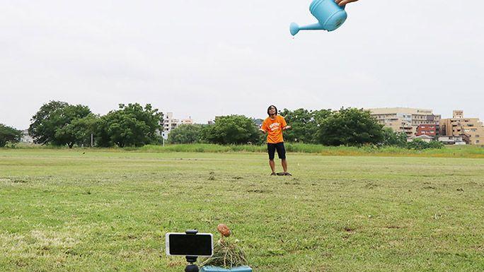 キノコで雨宿りをするトリック動画の撮影方法