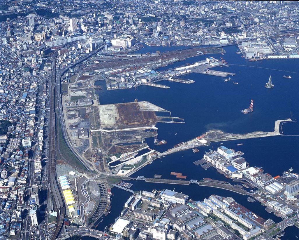 1985年、埋め立てが進む横浜みなとみらい(横浜市史資料室所蔵資料)
