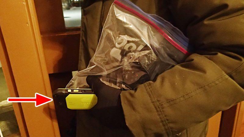 ビニール袋に入ったカメラとそのままのTORQUE G03