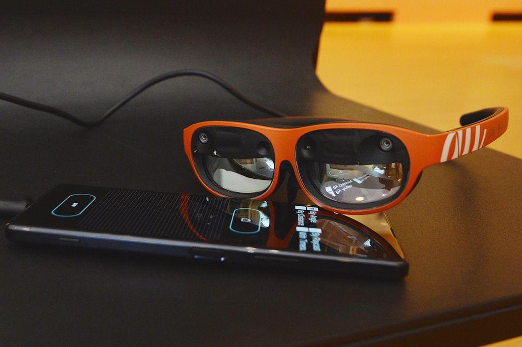 5G対応Xperia 1 IIとNrealLightと組み合わせた「魔法のグラス」