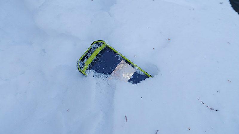 雪の中に埋まるTORQUE G03