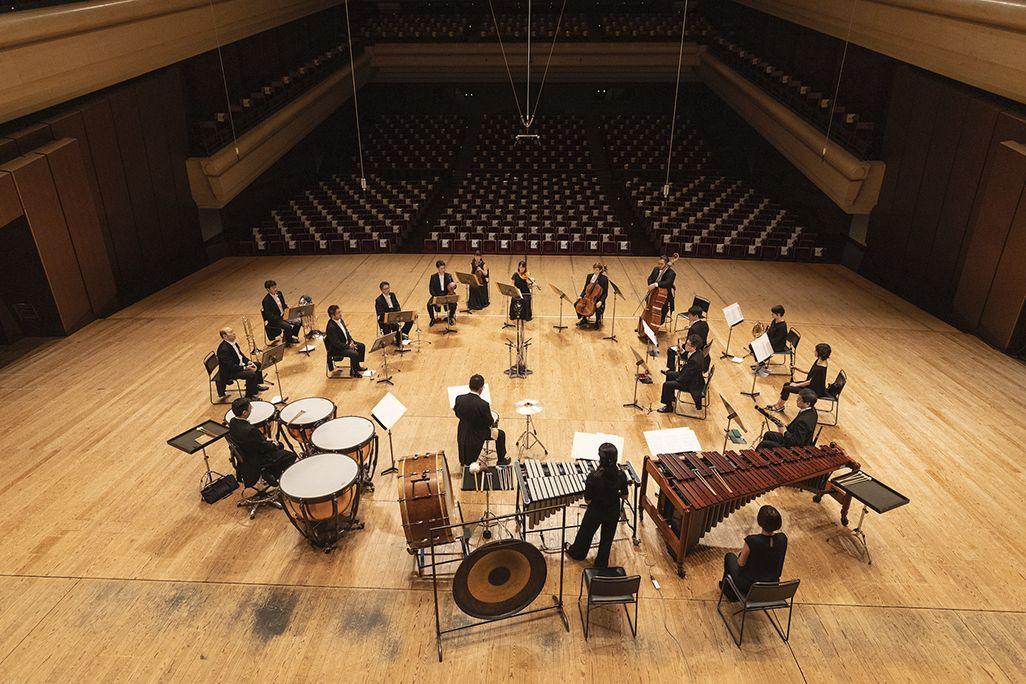 新日本フィルのオーケストラ19名による演奏。