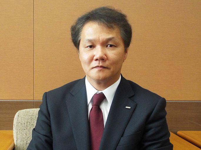 KDDI技術統括本部 技術規格本部 コネクティッド推進室・室長 鶴沢宗文