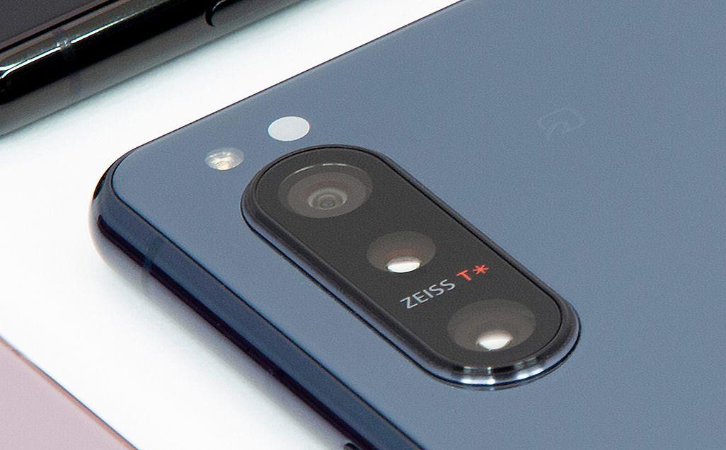 ZEISSのレンズ(T*コーティング)を搭載したXperia 5 IIの背面カメラ