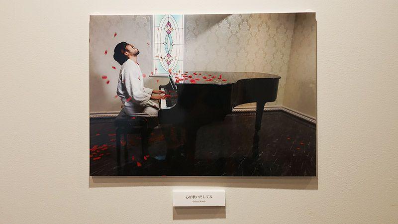 写真展で展示された作品「心が歌いだしてる」