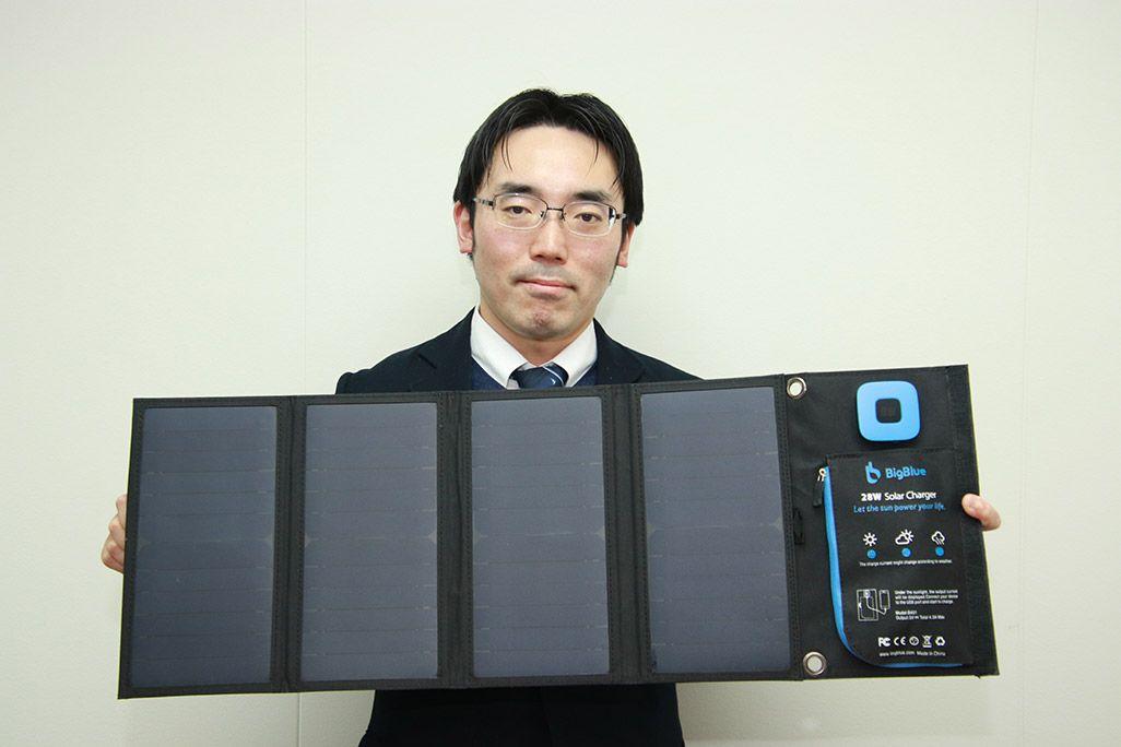 災害時に役立つ中型の折りたたみ式4面ソーラーパネル