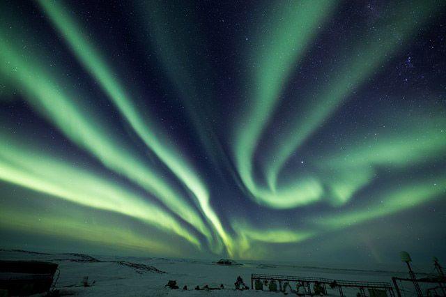 南極の昭和基地周辺で発生したオーロラの様子