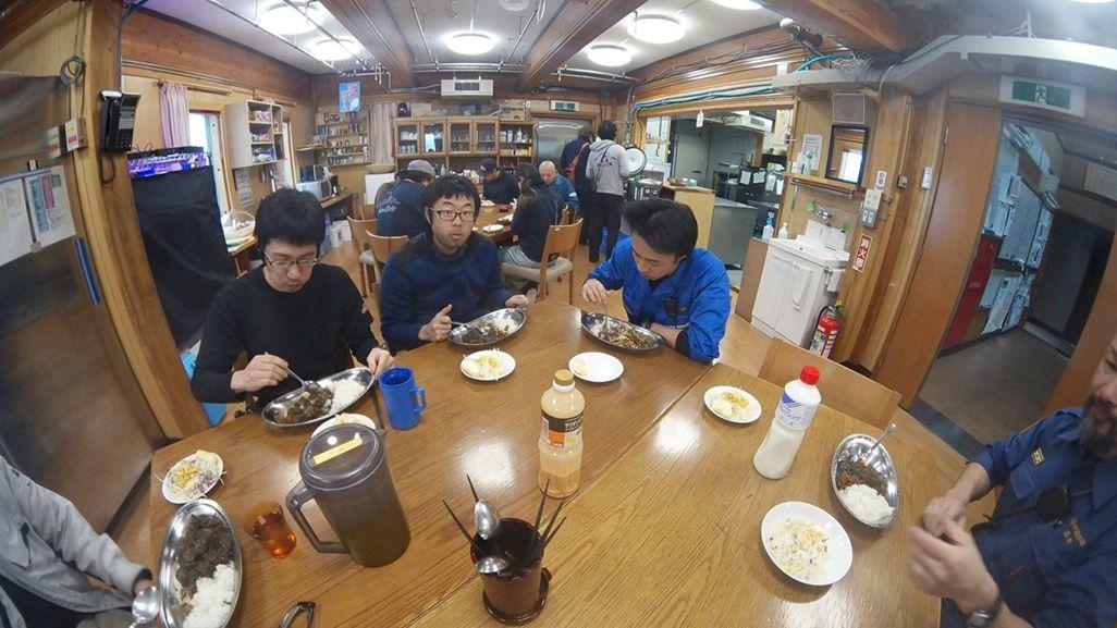 南極・昭和基地の食堂