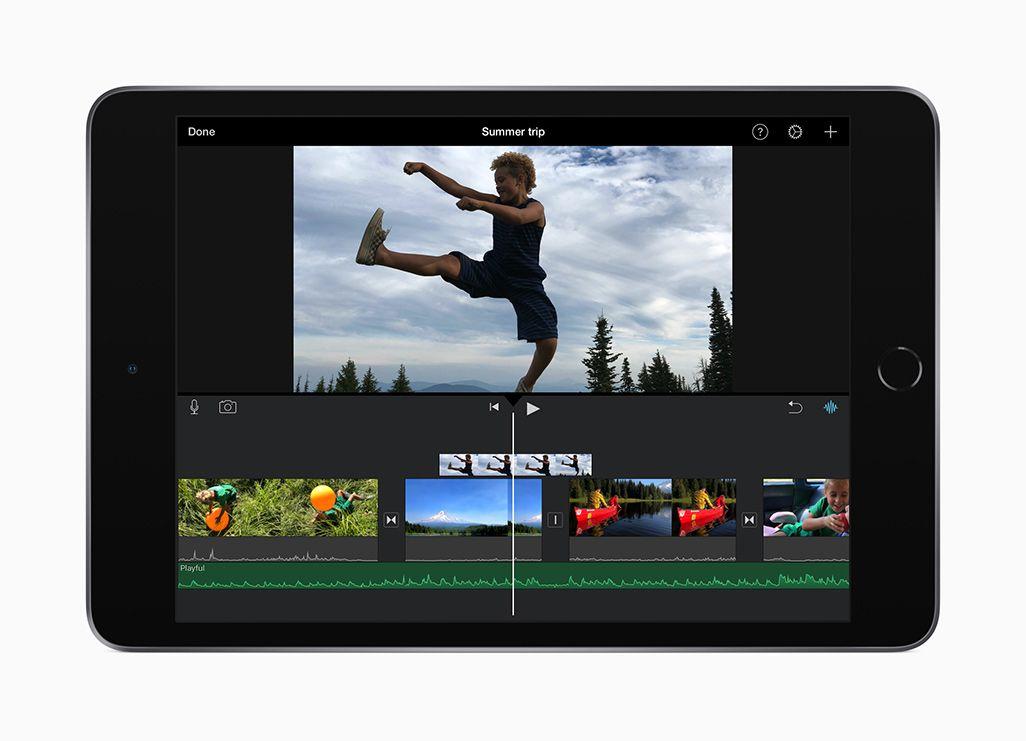 動画編集中の画面が表示されているiPad Mini