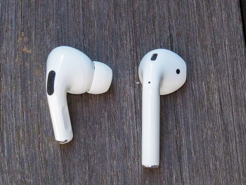 AirPods ProとAirPodsを比較