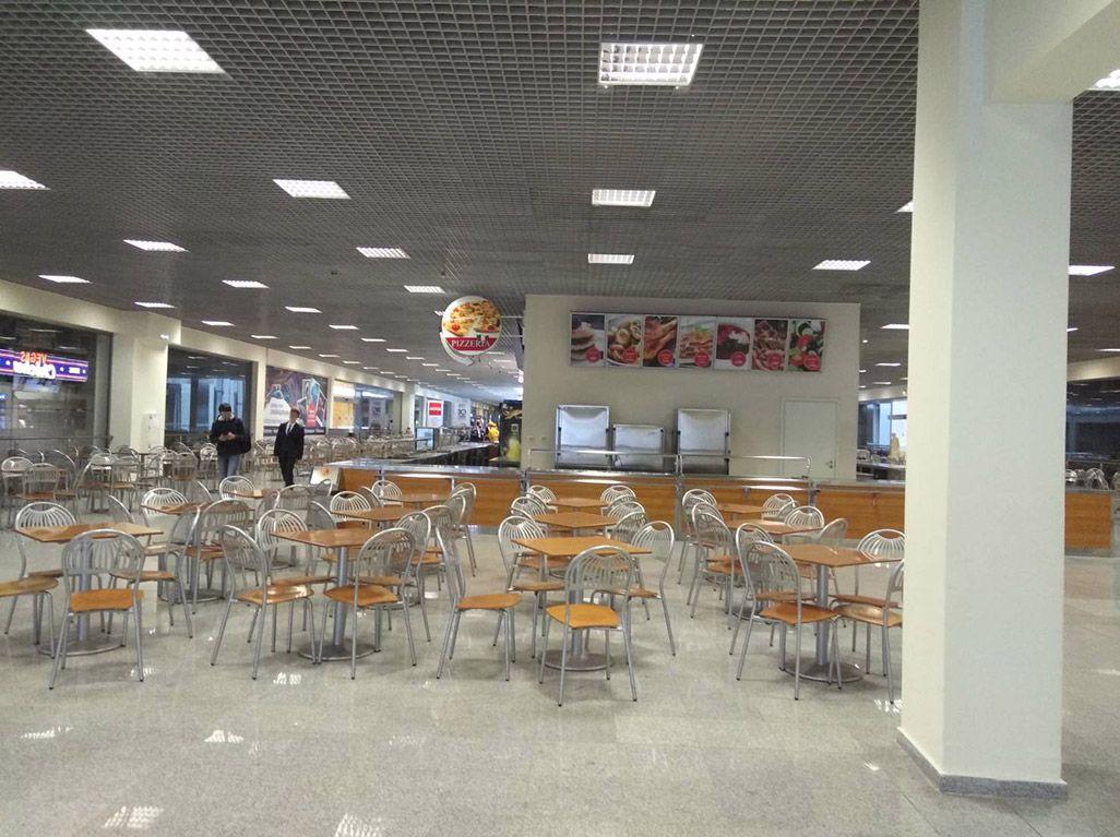 モスクワの「IBC」内カフェテリア