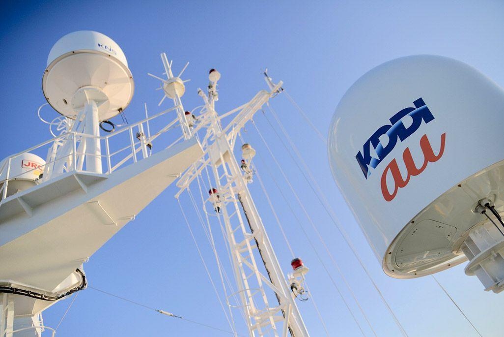 KDDIオーシャンリンク船上の衛星アンテナ